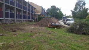 Installering af pæle langsfacade inden støbning af fundament