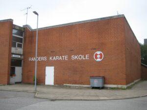 Sætningsrevne i murværk Randers Karate skole