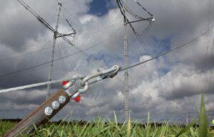 ScrewFast Trækanker med wire monteret til den midlertidige elmast