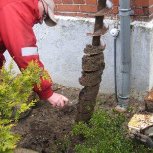 Udtagning af jordprøver til jordbundsundersøgelse