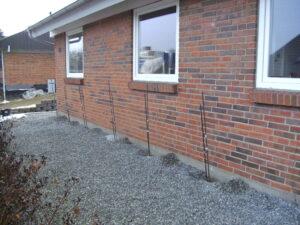 Injiceringsrør sat til stabilisering af fundamentet på facaden
