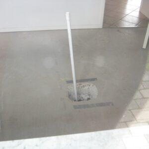 Jordbundsundersøgelse under gulvet inden stabiliseringen med Uretek Metoden