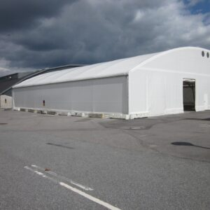 Telthal fastgjort på ScrewFast Skruepæle i Kastrup Lufthavn